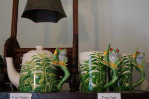 Classy frog tea set
